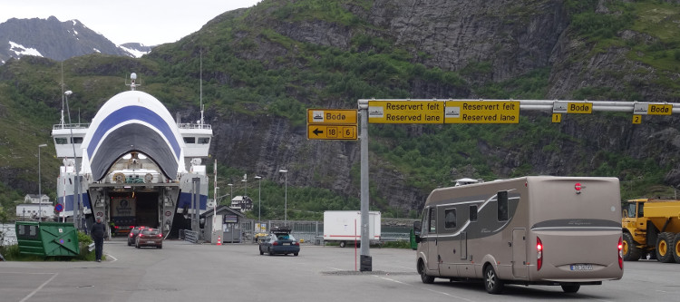 Ankunft der Lofoten Fähre Bodø - Moskenes