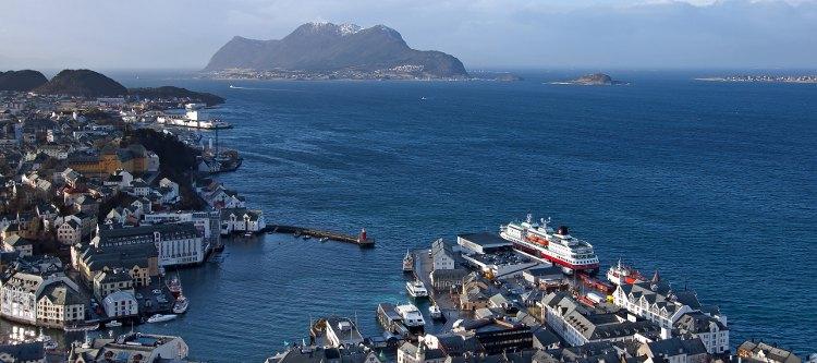 Hurtigruten: Hafen von Ålesund